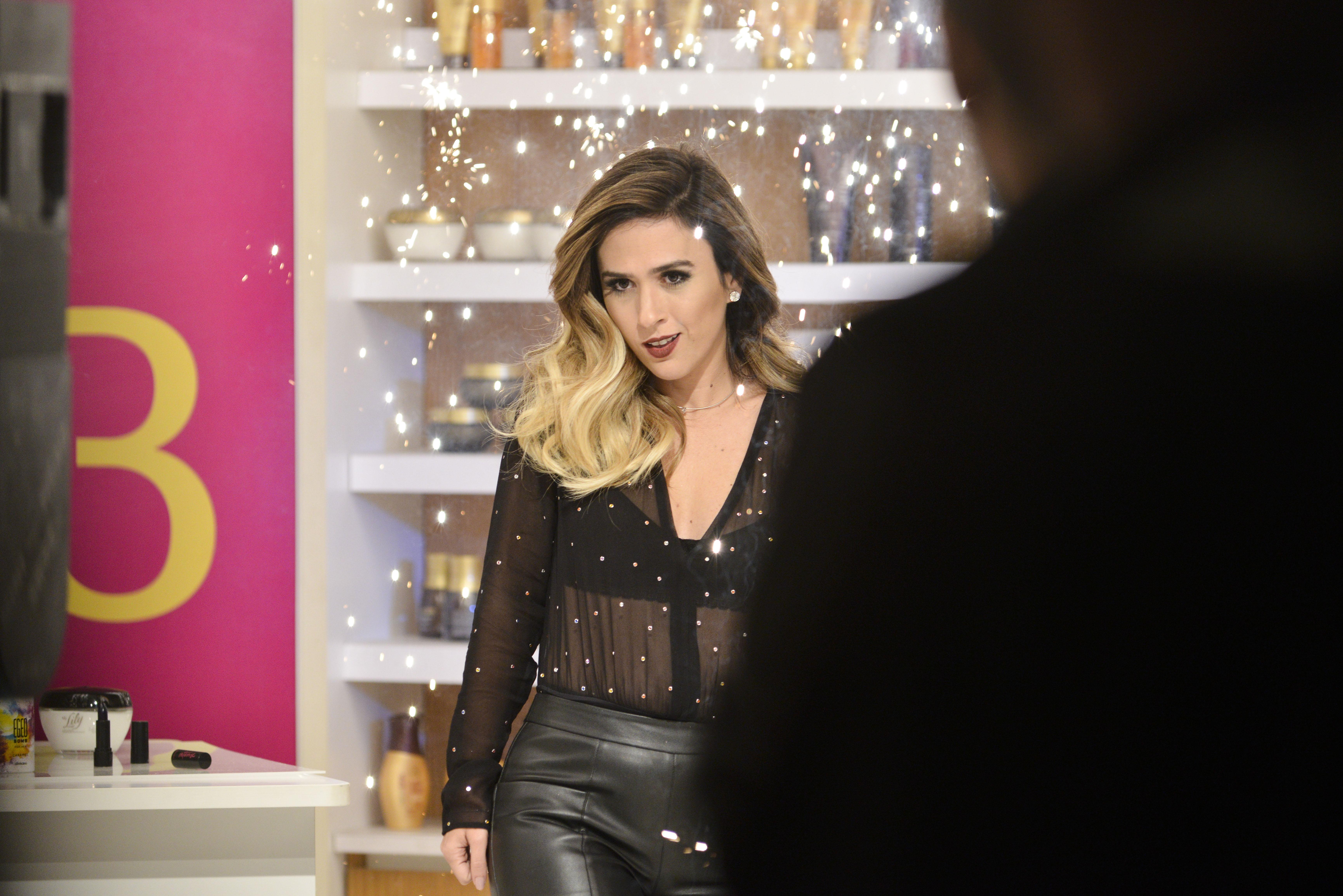 Mais de 200 itens de perfumaria, cuidados pessoais e maquiagem estarão com  preço reduzido. Consumidores também concorrem a 30 segundos dentro da loja  para ... 026e71e2d6