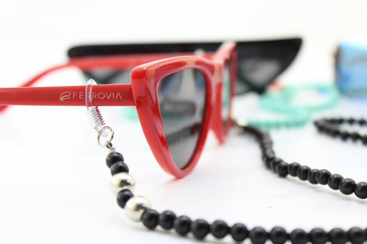 da7991d93f936 O Dia Internacional da Mulher será comemorado com um mimo todo especial na  Ferrovia Eyewear. A grife presenteará com correntinhas para óculos, ...