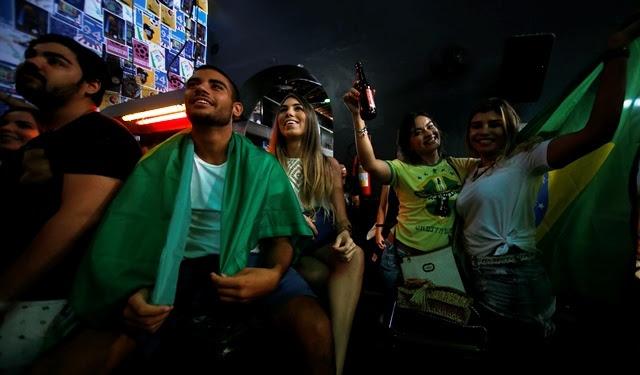 A torcida mais bonita e animada de Fortaleza se encontra no Óbita hoje para  torcer pelo Brasil  FOTO  Aurélio Lima  01d3417656