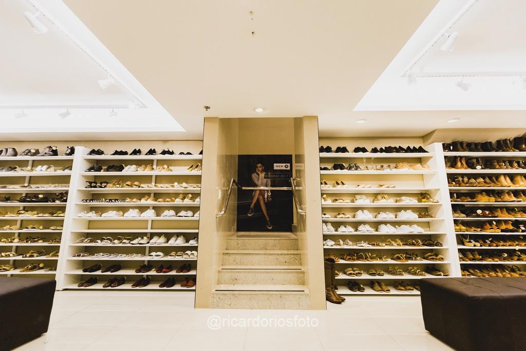 c9149e1d4 ... a Constance inicia a Black Week com mais de 150 modelos de com até 60%  de desconto. Entre os itens com desconto, as clientes poderão encontrar  sapatos ...