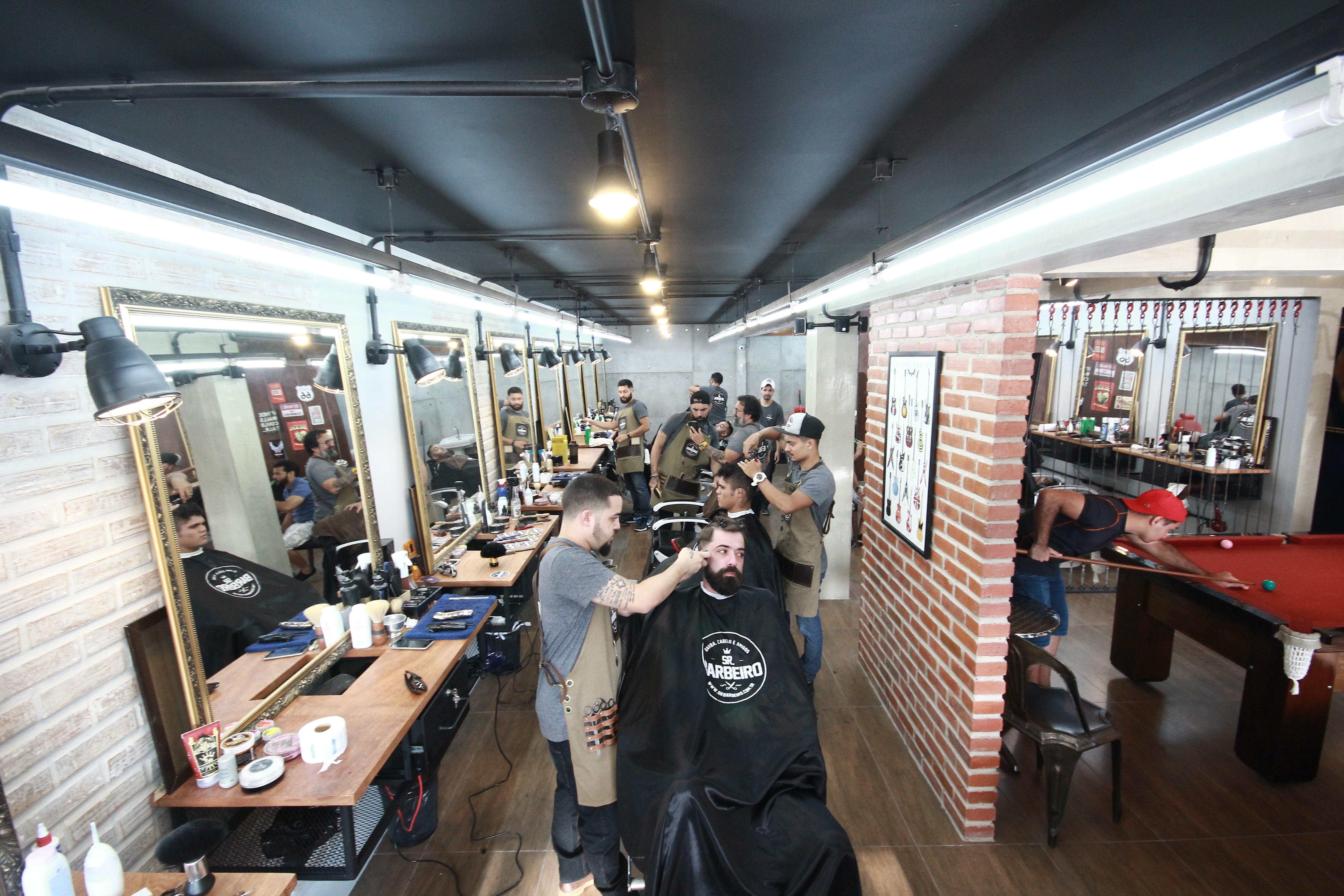 Referência em barbearia moderna em Fortaleza, a casa dispõe também de uma  nova sala multi-uso, para eventos especiais, culturais e treinamentos fc442650eb