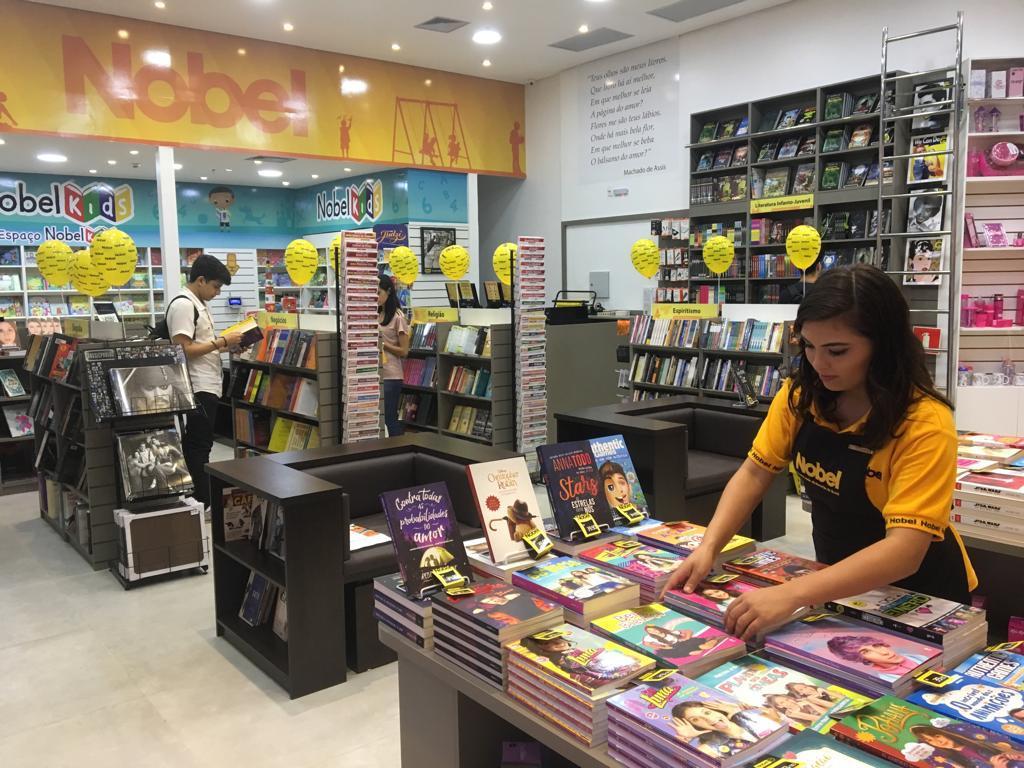 433d2e11f A Livraria Nobel, considerada a maior rede de livrarias no Brasil, acaba de  inaugurar uma nova unidade em Fortaleza. Situada no RioMar Kennedy, ...