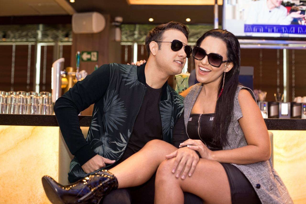 a0f662837 Ferrovia Eyewear reúne influenciadores digitais em campanha para Dia dos  Namorados no Hard Rock Café
