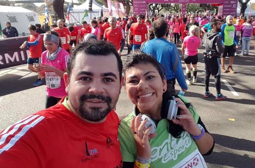 Lara e Eduardo realizaram o sonho de correr a primeira meia-maratona. E ainda mais em outro país! (FOTO: Arquivo pessoal)