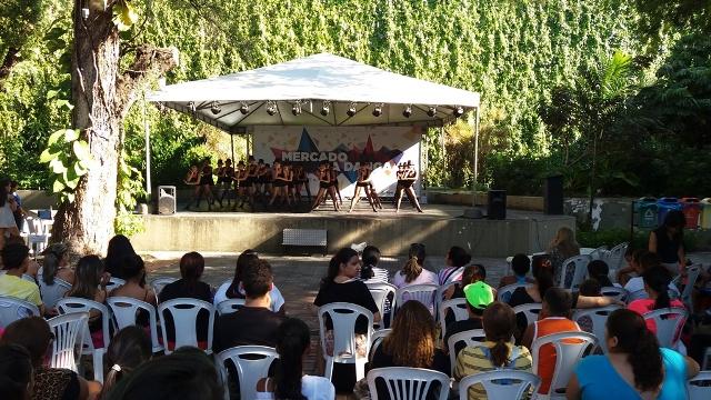 Mercado da Dança fica nos jardins do TJA. (Foto: Divulgação)