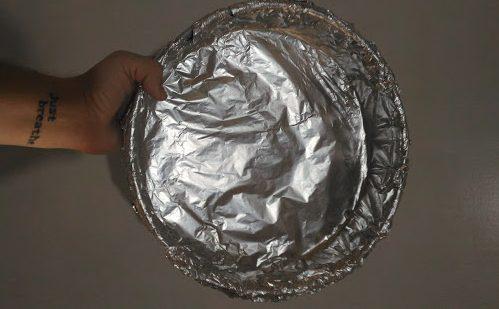 Fôrma de torta transformada em fôrma de bolo