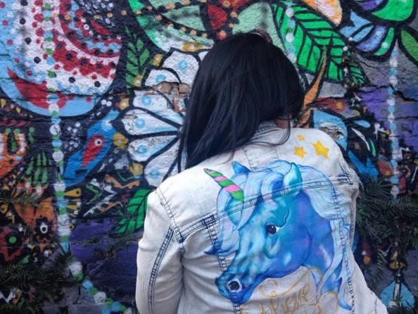 Jaqueta jeans de unicórnio: todas chora