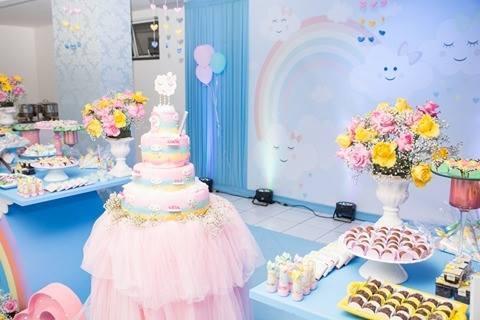 """28291c07b O tema """"chuva de amor"""" pode ser usado nas comemorações de aniversário, 1ª  eucaristia, batizado e chá de bebê"""", ressalta a decoradora Andréa Veloso."""