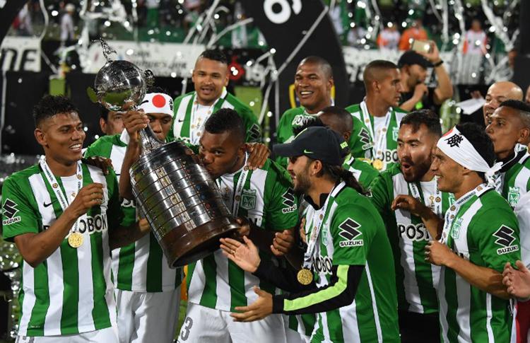 O Atlético Nacional comemora a Libertadores de 2016 junto à torcida. Em 2017 isso poderá ser impossível