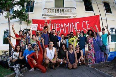 Manifestantes 'ocupam' prédio do Iphan em Fortaleza contra a fusão de ministérios. O emprego deles é protestar