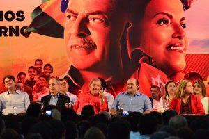 Lula em Fortaleza, antes da Lava Jato, quando aliados brigavam para aparecer ao seu lado