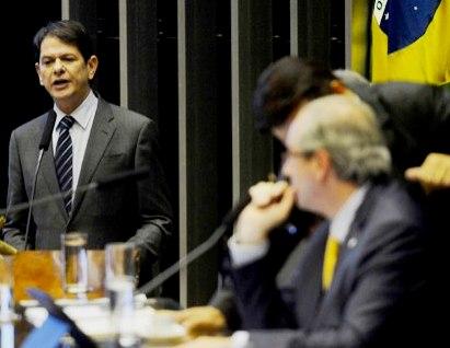 Cid Gomes na sessão da Câmara em que chamou o vingativo Eduardo Cunha de achacador. (Foto: Agência Brasil)