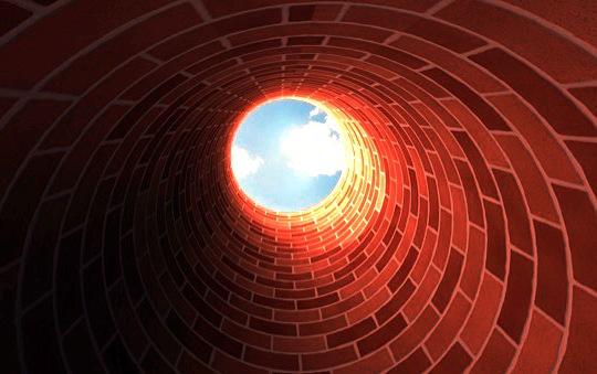 Parafraseando Woody Allen, o pessimista afirma que já chegamos no fundo do poço, o otimista acha que dá pra gastar mais
