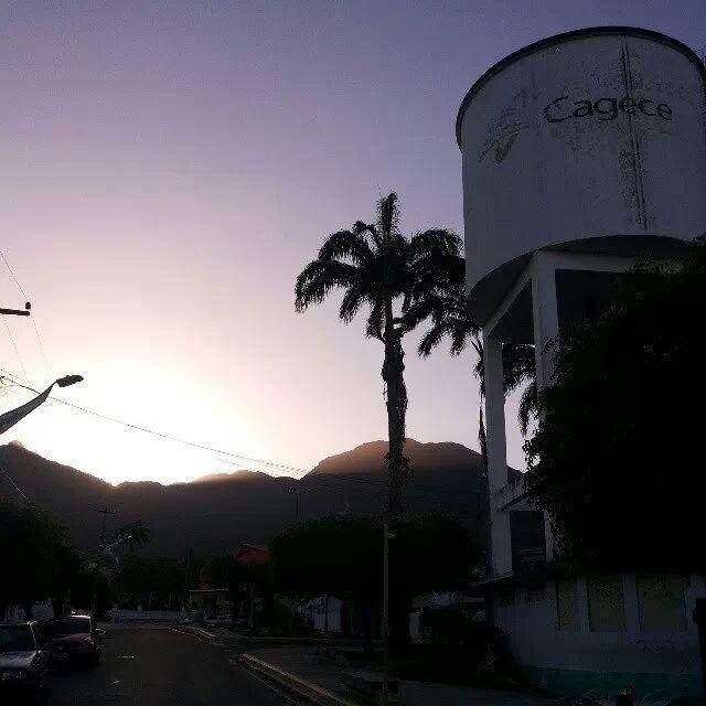 Por do sol atras da serra de Maranguape, vista da Praça da Guabiraba. Foto Dadynha Saturnino