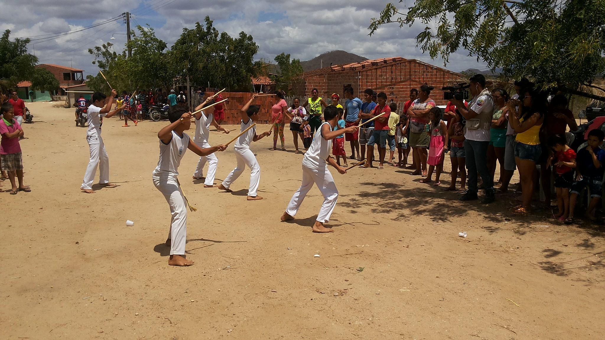 Equipe do Programa Só de H marcando presença na Corrida de carrinhos de mão em Maranguape. Produção/Foto Dadynha Saturnino