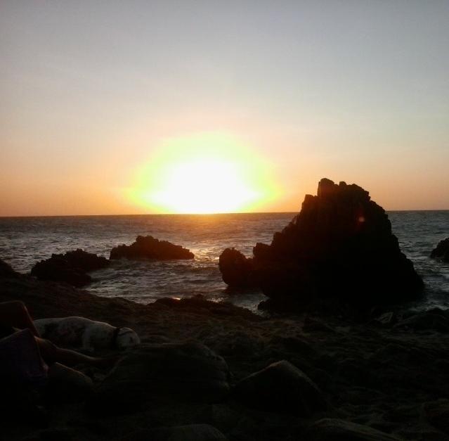 Pôr-do-sol em Jericoacoara no caminho da Pedra Furada (FOTO: Hayanne / Tribuna do Ceará)