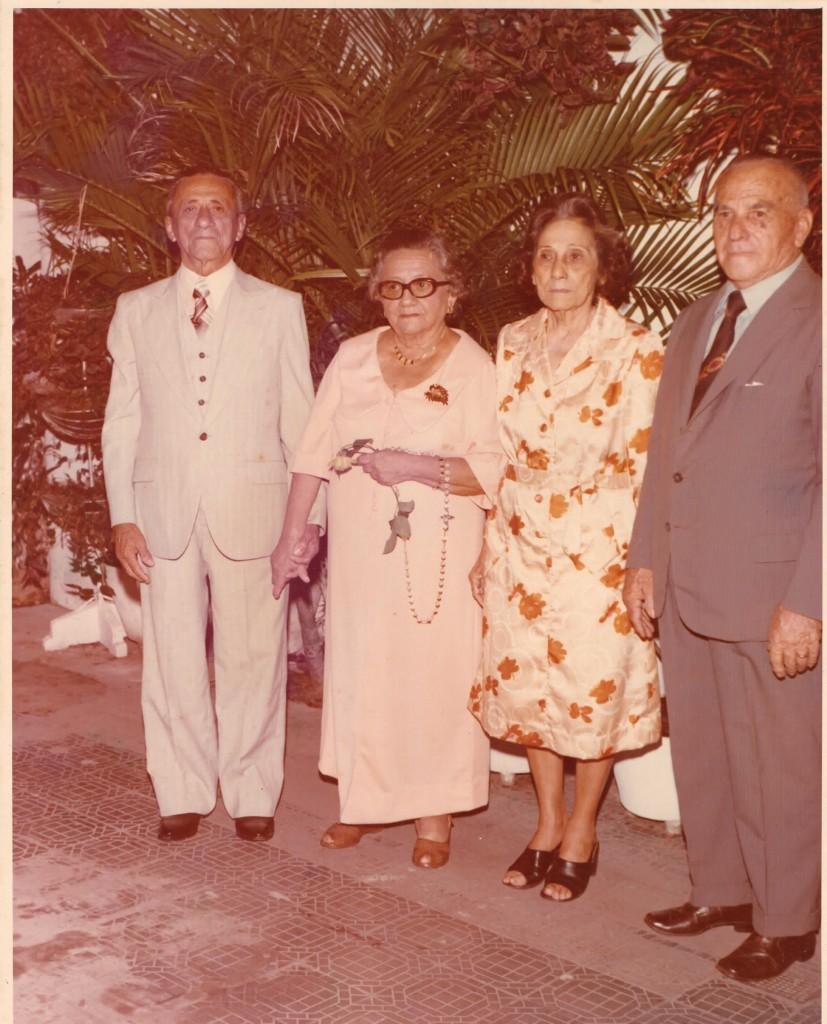 Seu Camarão (à esquerda) criou o Camaronês com apenas nove anos de idade. (FOTO: Reprodução/Arquivo pessoal Cecília Camarão)
