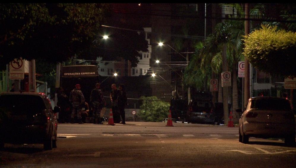 Ruas Próximas Ao fazer locais artefato were bloqueadas (Foto: Reprodução Barra Pesada / TV Jangadeiro / SBT)