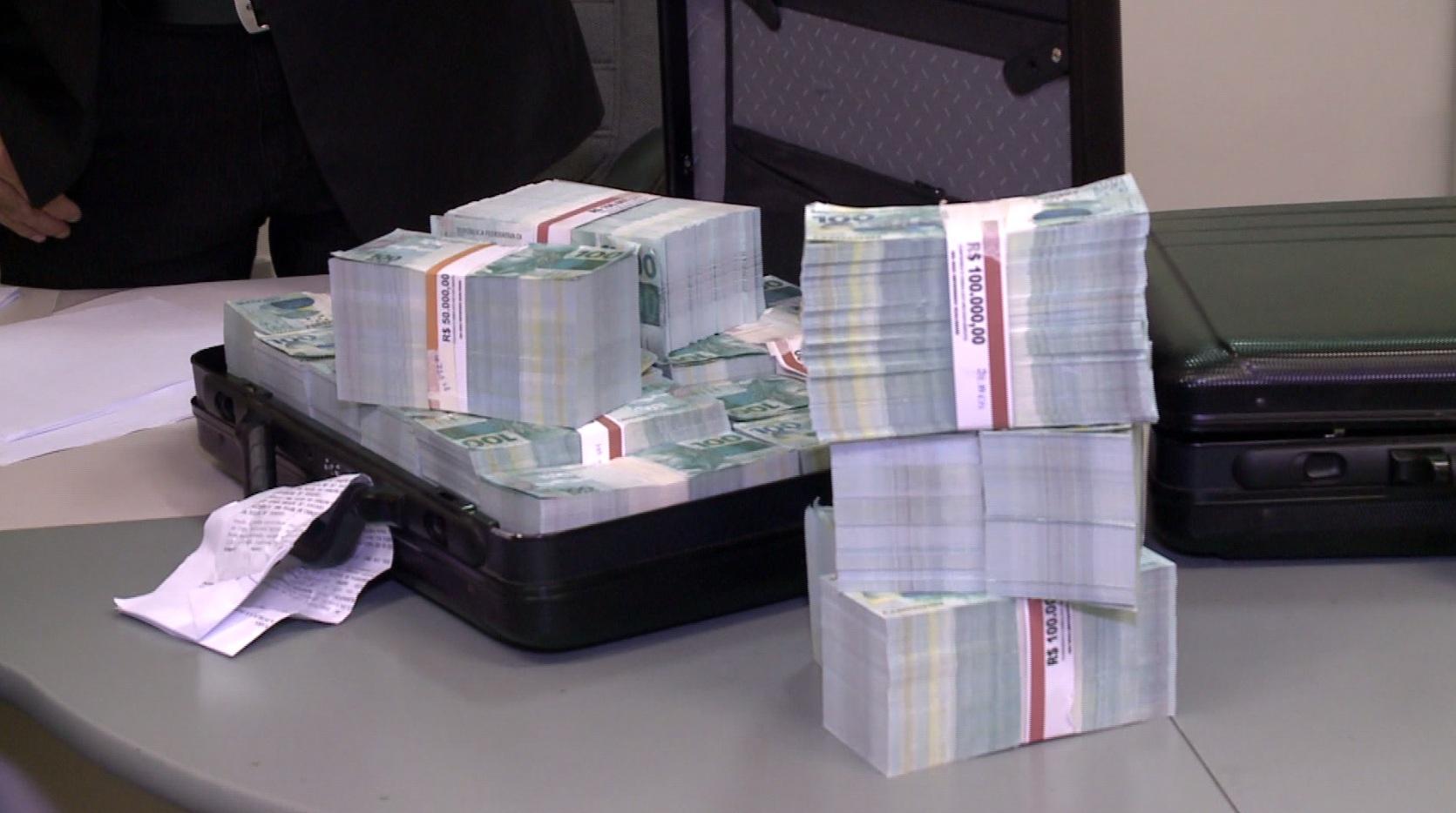 Segundo a polícia, esse dinheiro seria vendido pelo valor de R$ 500 mil. (FOTO: Reprodução/TV Jangadeiro)