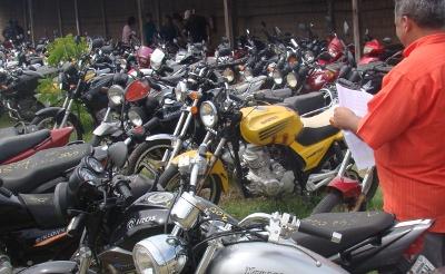 Serão leiloados veículos apreendidos por circularem irregularmente na via pública. (FOTO: Reprodução/Governo do Estado do Ceará)