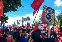 Centenas de pessoas participaram do ato no Dia do Trabalho (FOTO: Rodrigo Coimbra)