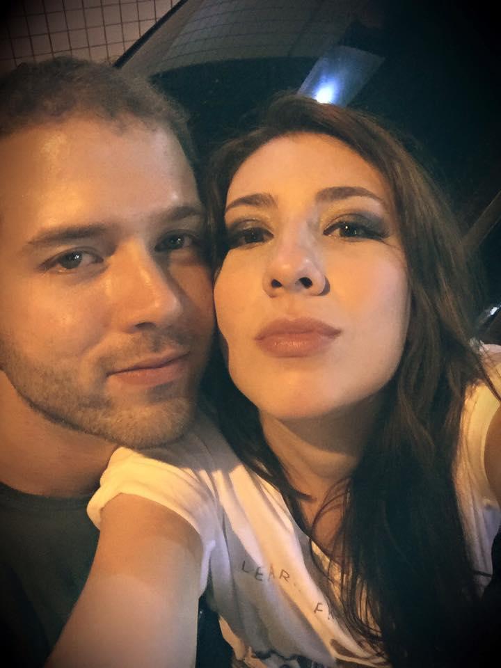 O casal se conheceu em um aplicativo de relacionamento em dezembro de 2015 (FOTO: Reprodução/Facebook)