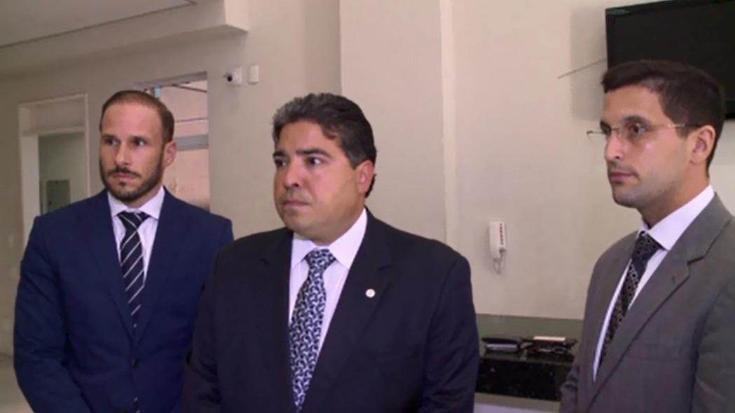 Advogados de defesa de Gregório Donizeti comapreceram à DHPP. (FOTO: reprodução/ TV Jangadeiro/ Barra Pesada)