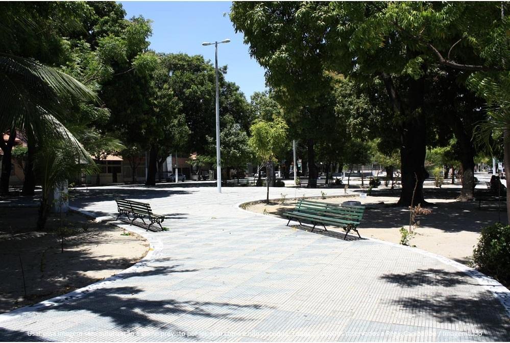 Praça da Gentilândia, no Benfica, é usada como ponto de comercialização de drogas (FOTO: Reprodução)