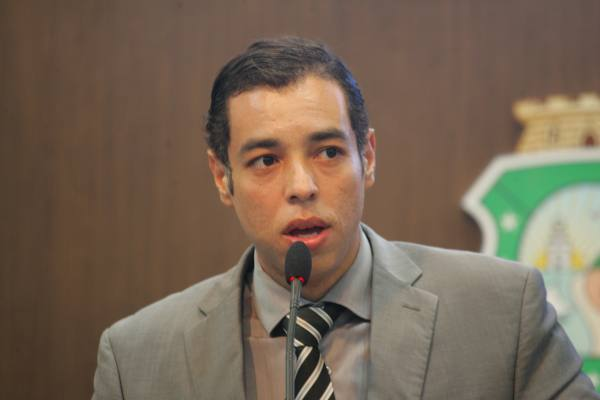 """""""É uma medida que possibilita mais conhecimento e melhoria na qualidade de vida"""", afirma o deputado Leonardo Araújo (FOTO: Divulgação)"""