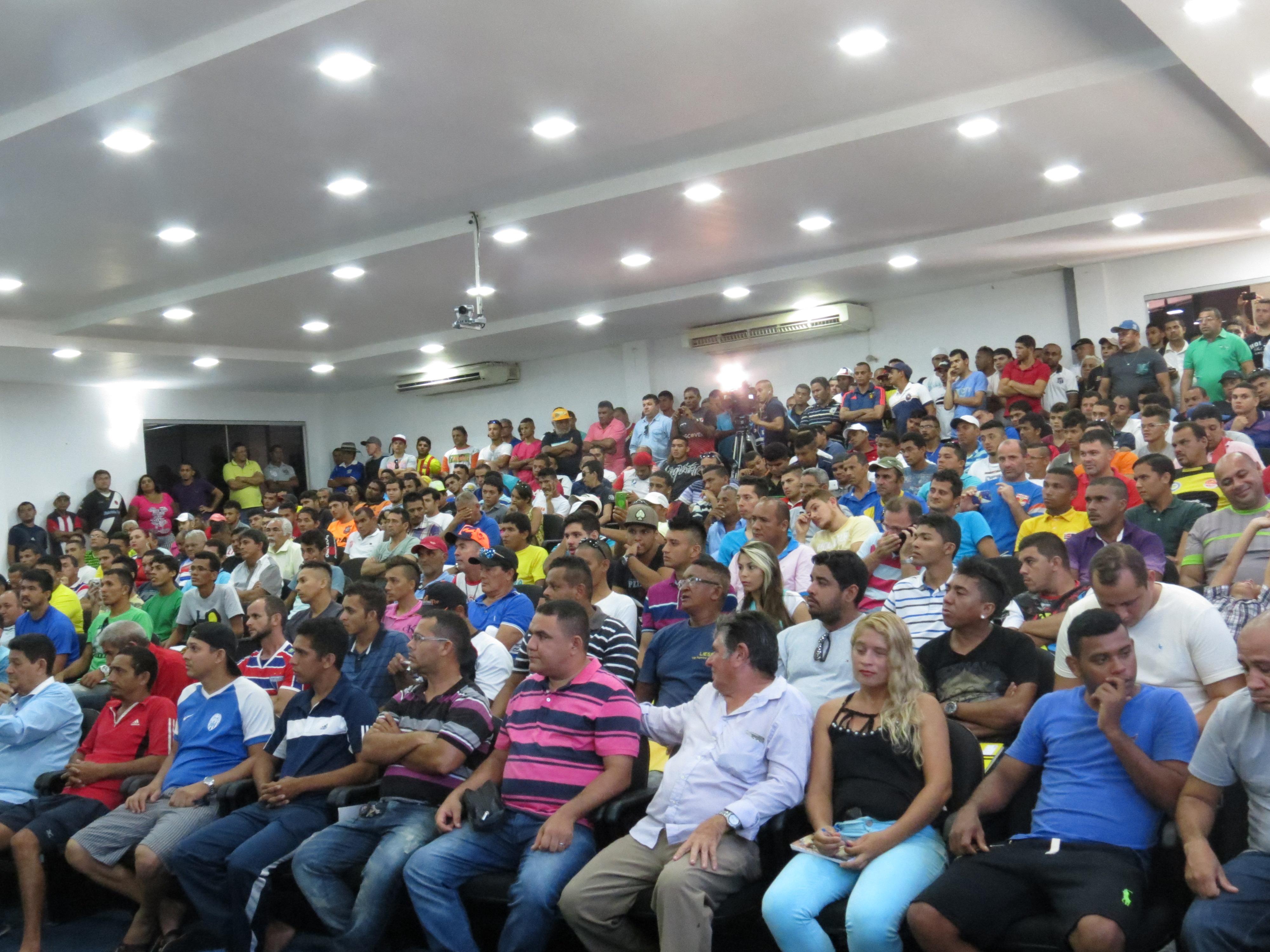 Público presente na cerimônia. (FOTO: divulgação)