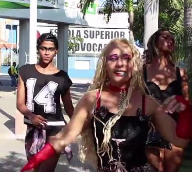 Cantora grava clipe em cemitério (FOTO: Reprodução TV Jangadeiro)