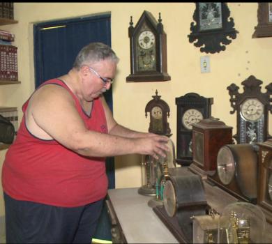 Colecionador de relógios antigos (FOTO: Reprodução TV Jangadeiro)