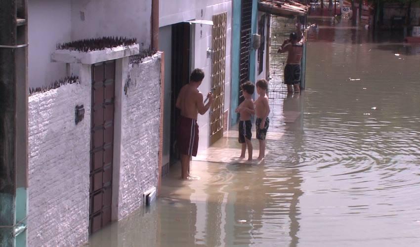 26 famílias que ficaram desabrigadas nas chuvas dos últimos dias. (FOTO: Reprodução/TV Jangadeiro)