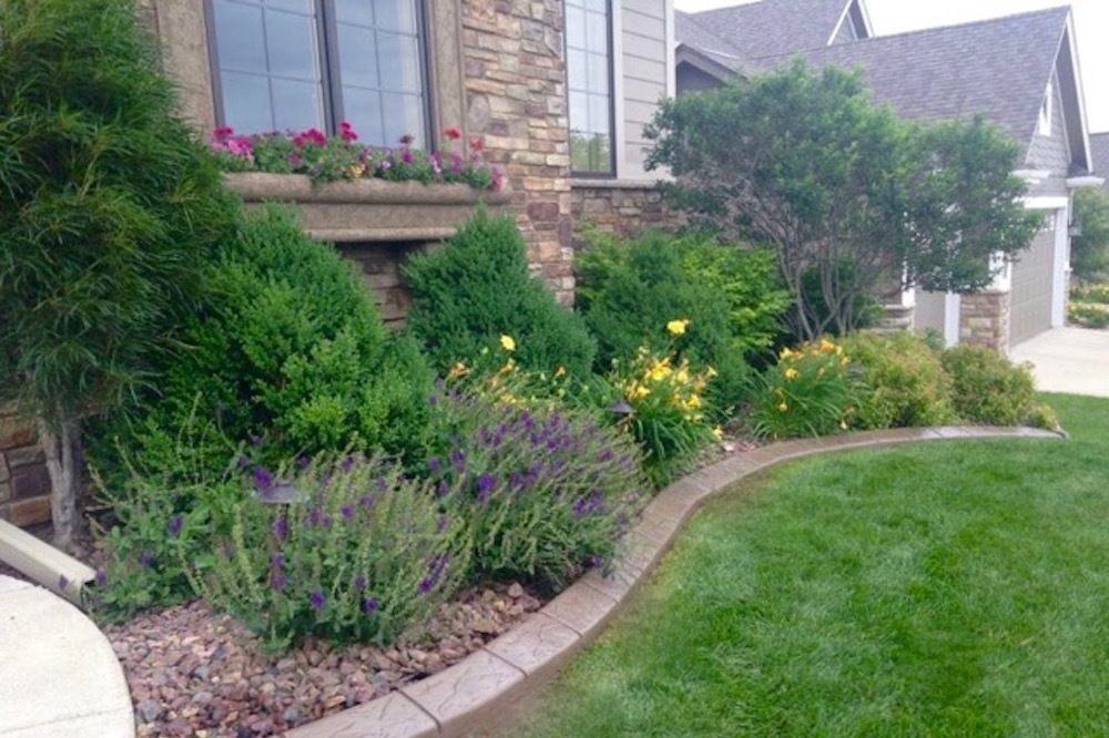 Brilliant Borders Making Yards Look Great Since 2004 West Des