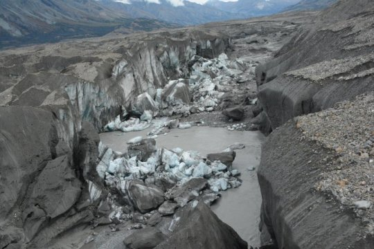 Canada, disappearing river thanks to a glacier melting.