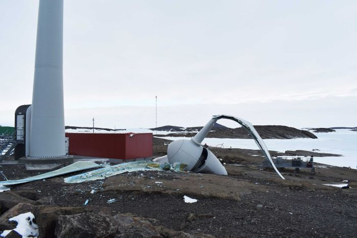 Wind Turbine, Antarctic research station, Mawson, break, collapse.