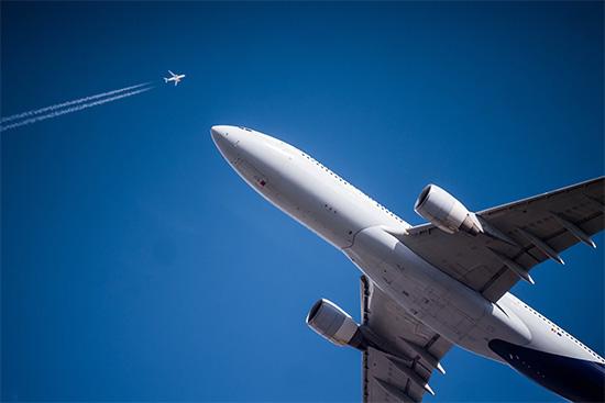 Air traffic, planes.