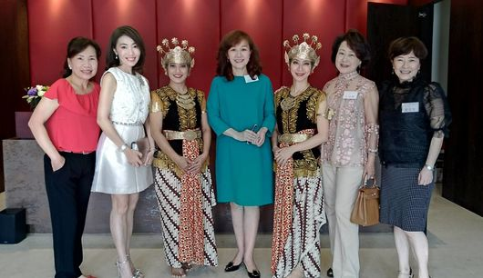 (left)anastasia melati  (middle)lin chen mei (acctf board member and the chairman of group 33 south) (right)cheng yin chen (theater 2015)
