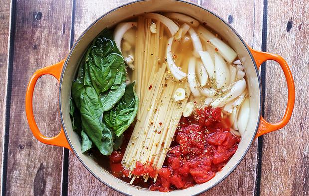 One Pot Tomato Basil Pasta