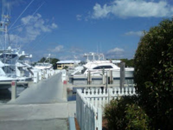 Img00269 20110517 1007 nice neighborhood