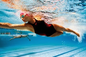 Woman swimming in a pool 008 %281%29
