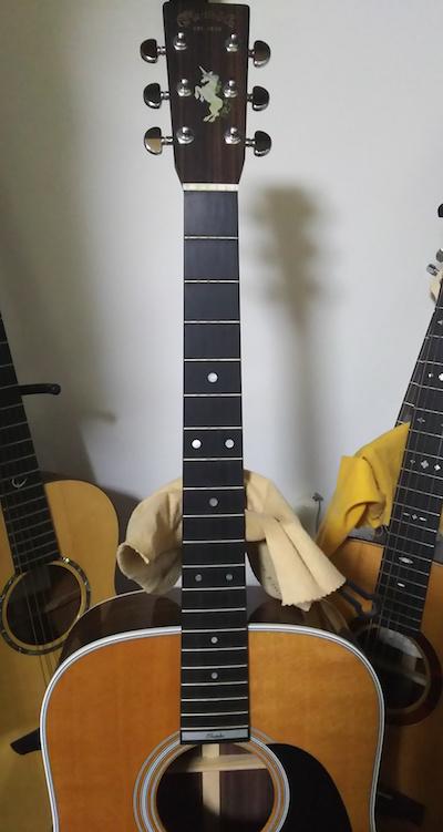 アコースティックギターにユニコーン インレイステッカー