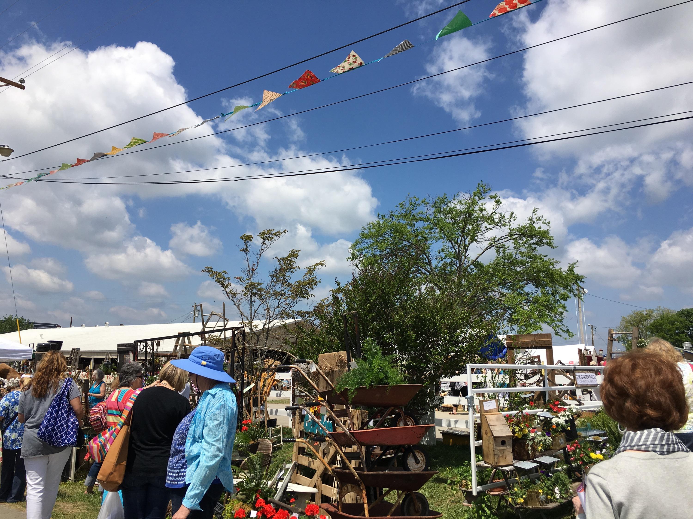 2,314 Country Living Fair  – Laurel Mercantile Co