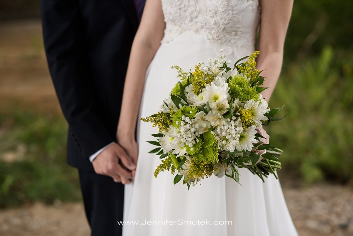 while and green wedding flowers
