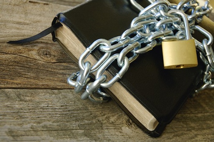 bible-and-chains_the-evanglical-fellowship-of-canada_121109-article