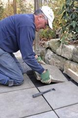 Paving a patio with concrete pavers