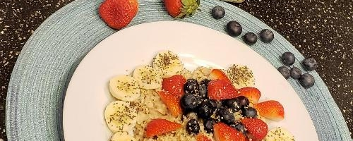 Oatmeal Berries And Bananas With Flaxseeds And Chia Seeds.