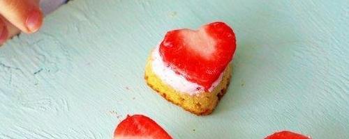 Paleo Strawberry Shortcake Bites With Coco Whip