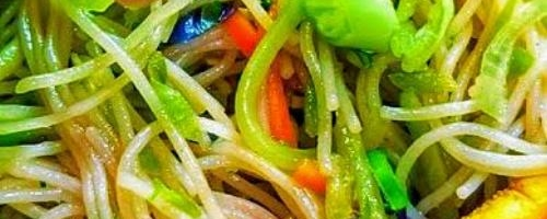 Broccoli Slaw & Rice Noodle Stir Fry
