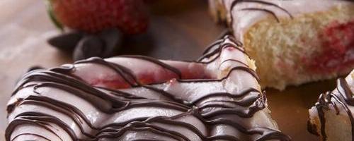 Chocolate Strawberry Rolls